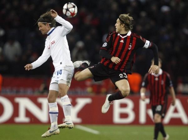 SE QUEDÓ CON AMBROSINI. Milán dominó pero sólo pudo empatar. Igual los italianos pasaron segundos en el grupo C (Foto: AP)