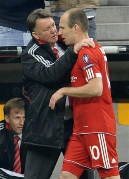 Van Gaal no tendrá tiempo para discutir con Robben: deberá apelar a algún desequilibrio impensado del también holandés (Foto: AP)
