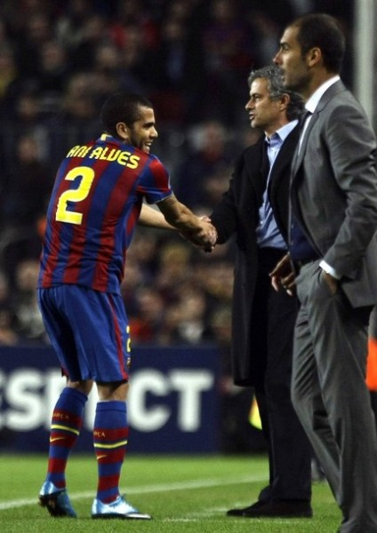 Guardiola y Mourinho medirán estrategias una vez más en el Nou Camp. Un duelo entre la prisa por tomar ventaja y, quizá, un cerrado 'cattenaccio' (Foto: Reuters)