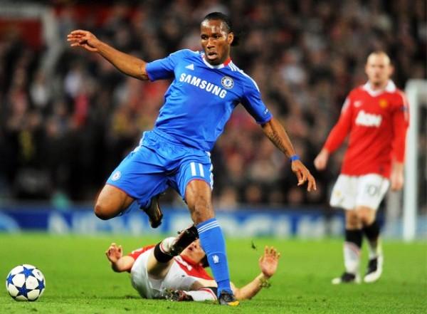 PANTERA SOLITARIA. El ímpetu de Drogba no alcanzó para que el Chelsea pudiera darle vuelta a la serie. Los 'Blues' mordieron el polvo de la derrota ante el Manchester. (Foto: AFP)