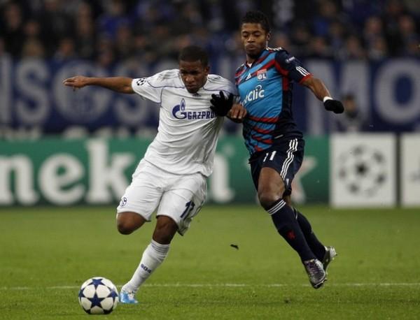 Schalke hace lo correcto en la Champions y está en Octavos, pero en la Bundesliga cumple una campaña decepcionante y ni Farfán y compañía pueden hacer algo para sacarlo de los últimos lugares (Foto: Reuters)