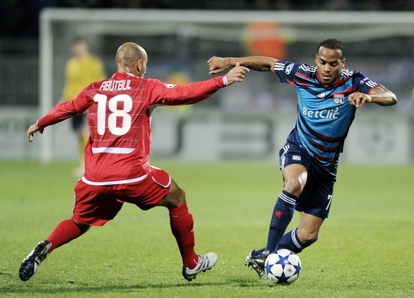 LYON ENJAULADO. Pese a ser amplio favorito, Lyon no pudo superar en casa a Hapel Tel-Aviv y, con el empate, quedó relegado a la segunda ubicación (Foto: AP)
