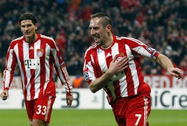 MUÑECO BRAVO. Con doblete de Ribery, Bayern goleó al Basel suizo y concluyó su sensacional campaña en la Fase de Grupos (Foto: AP)
