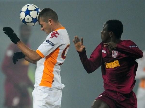 CON LO MÍNIMO. Roma consiguió un agónico ante club y avanzó a la siguiente instancia de la Champions (Foto: AP)
