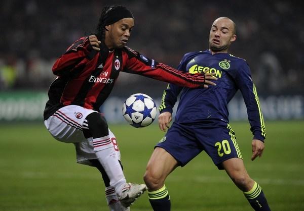 NI MÍA, NI TUYA. Milan perdió en San Siro ante Ajax, pero ya estaba clasificado a Octavos. Los de Amsterdam, por su parte, ya habían recalado a la Europa League (Foto: AP)