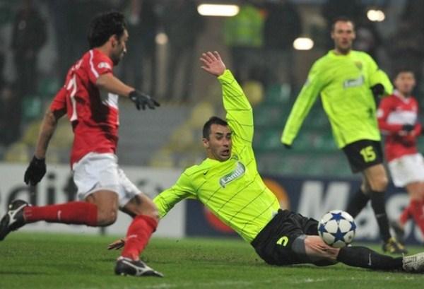 PARA CERRAR EL QUIOSCO. Zilina de eslovaquia sucumbió como local ante el Spartak Moscú y se convirtió en el peor equipo de la Fase de Grupos (Foto: AP)