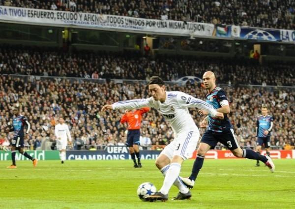 ESTÁ DE VUELTA. Benzema se jugó un partidazo ante Lyon. El francés se hizo presente en el marcador y fue un dolor de cabeza para Anthony Reveillere y compañía. (Foto: REUTERS)
