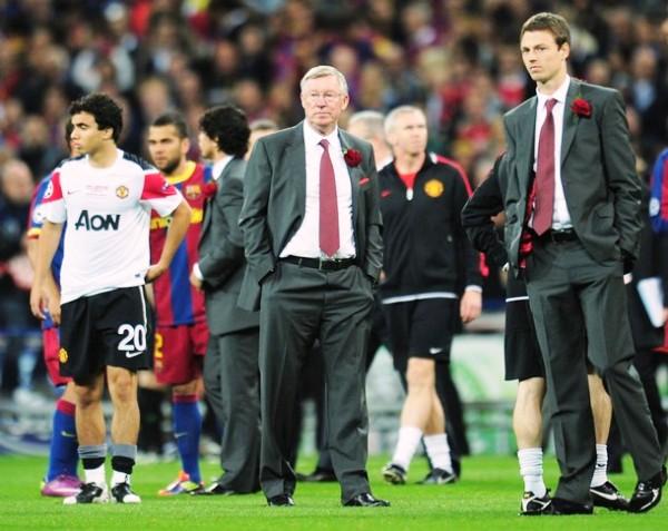 ROSA MARCHITA. El cuerpo técnico encabezado por Sir Alex Ferguson  no pudo ocultar su desconcierto y desazón al final del cotejo. Los ingleses no se esperaban perder una nueva final ante el equipo catalán. (Foto: AFP)