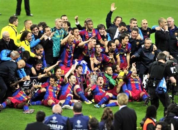 LA HISTORIA SIN FIN. Los jugadores del cuadro catalán celebraron cual niños su título en la Champions.  (Foto: AFP)