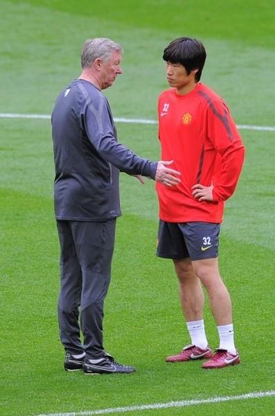 Ferguson en la charla con Park: ciencia en todo momento, incluso en Wembley. (Foto: AFP)