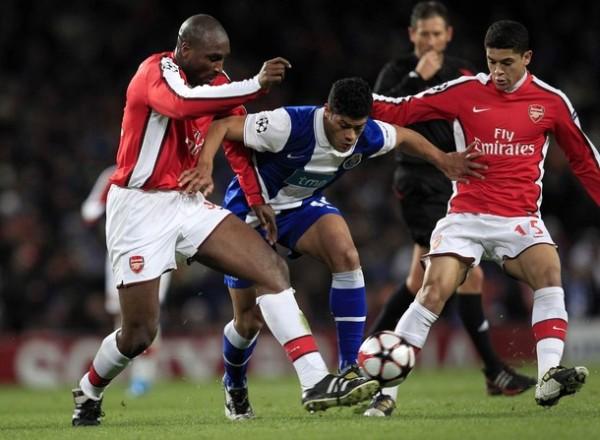 ROCOSA IDENTIDAD. Campbell fue el único inglés desde el vamos en el Arsenal de Wénger (Foto: REUTERS)