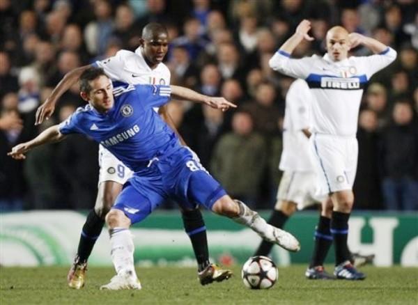 FRANKIE SIN LIBERTAD. Lampard no consigue dominar del todo el balón. Como todo Chelsea, el volante no halló el rumbo (Foto: AP)