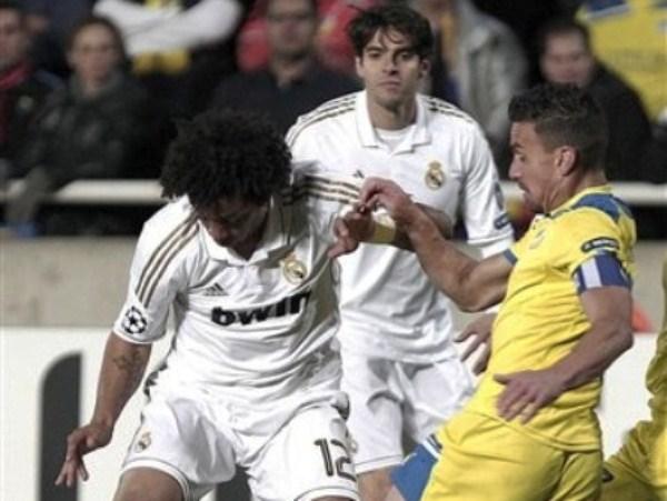 LA CLAVE. Los cambios le resultaron sumamente efectivos a José Mourinho. Los brasileños Kaká y Marcelo hicieron destrozos por la franja izquierda del Madrid. (Foto: AP)