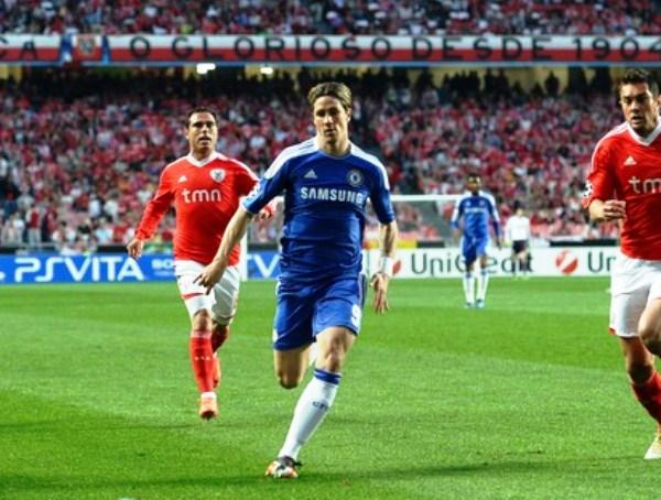 EL CAPO. Sumó sacrificio y lucidez. El español Fernando Torres fue la figura del partido a pesar de anotar, pero prácticamente hacer toda la jugada previa al gol de Salomon Kalou. (Foto: AP)