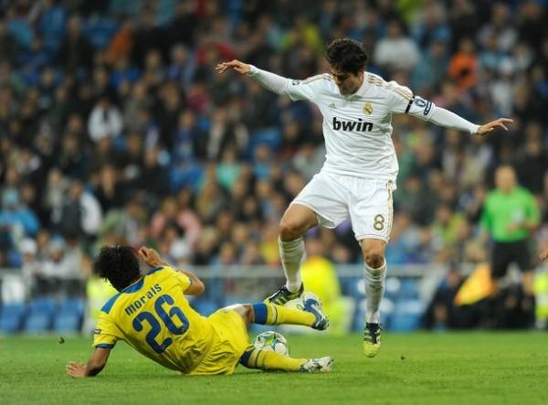 EL CAPO. Kaká volvió a brillar ante el APOEL. El brasileño se mostró en un gran nivel físico y condujo los hilos del mediocampo merengue. (Foto: AFP)