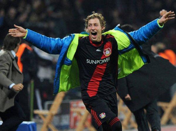 UNA GRATA SORPRESA. Con un gol agónico el Bayer Leverkusen se impuso 2-1 al Chelsea y se metió a los octavos de final. (Foto: AP)