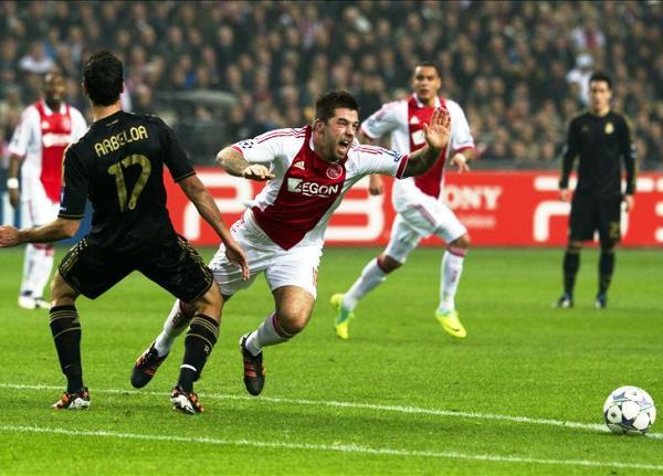 NO REGALAN NADA. Con una buena actuación de Callejón, Real Madrid goleó 0-3 al Ajax y acabó invicto la fase de grupos. (Foto: EFE)