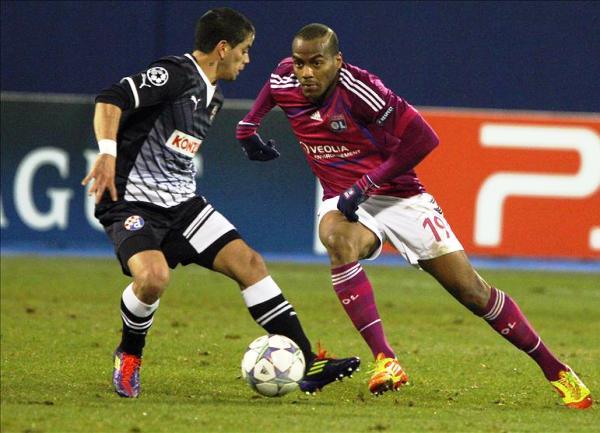 SORPRESA FRANCESA. El Lyon logró marcar seis goles en menos de media hora y aseguró su presencia en octavos. (Foto: EFE)