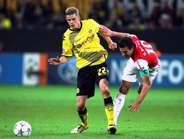 BORUSSIA DORTMUND 1-1 ARSENAL. El cuadro alemán arañó un empate sobre el final del partido con anotación de Perisic. (Foto: AFP)