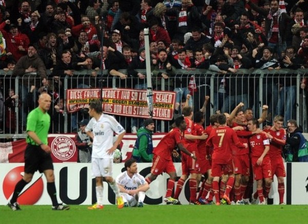 EL ESTADIO. Los fanáticos del Bayern no se cansaron de alentar durante los noventa minutos, incluso cuando el partido se puso 1-1. (Foto: AFP)