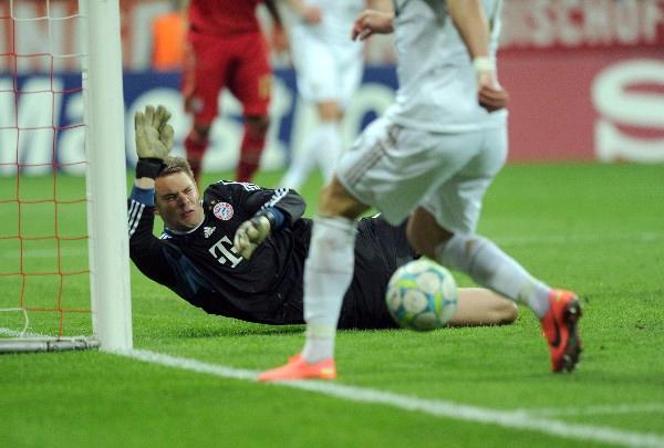 Uno de los bastiones del Bayern esta temporada es Manuel Neuer, quien le ha dado mucha seguridad a un puesto que siempre fue muy sensible en el equipo muniqués (Foto: AFP)