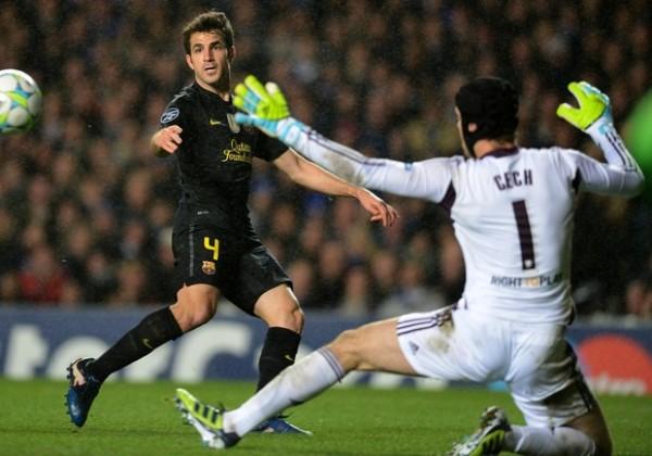 EL TAPADÓN. Cech le quitó el grito de gol a Sánchez, Messí, Puyol y Fábregas. El portero checo se mostró muy seguro bajo los tres palos. (Foto: AFP)