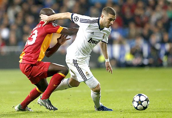 El peso ofensivo del Madrid, en el que Karim Benzemá destacó con un gol, acabó matando el esfuerzo de Galatasaray por pelear el partido de ida en el Bernabéu (Foto: EFE)