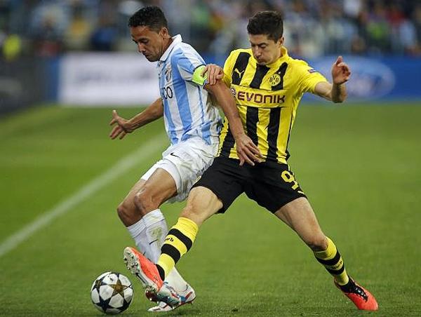 Las mayores atenciones defensivas del Málaga estuvieron sobre Robert Lewandowski que en La Rosaleda no estuvo con el gol de su lado (Foto: AFP)