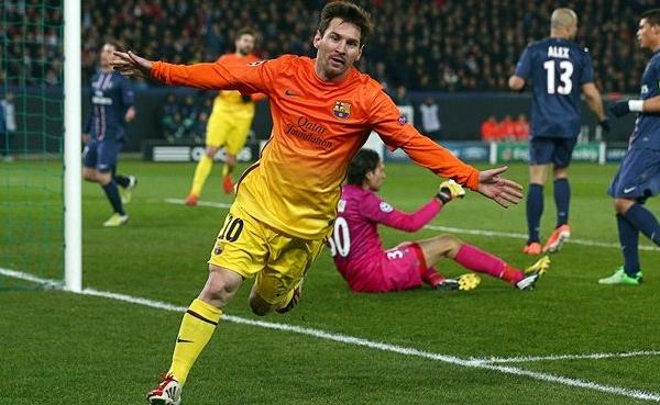 Como ya es una costumbre en el Barcelona, Lionel Messi apareció con un gol que sembró dudas sobre el futuro del PSG (Foto: AFP)
