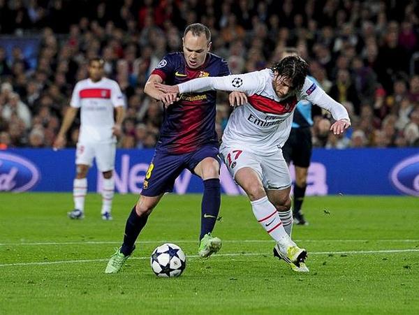 Andrés Iniesta no pudo exhibir su fútbol todo lo que el Barcelona hubiera querido por la buena labor defensiva de PSG (Foto: AFP)