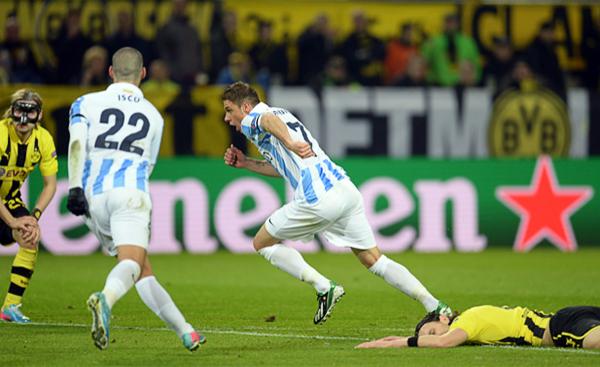 Joaquín instaló la sorpresa en Dortmund al abrir la cuenta tras definir una buena jugada colectiva del Málaga (Foto: AFP)