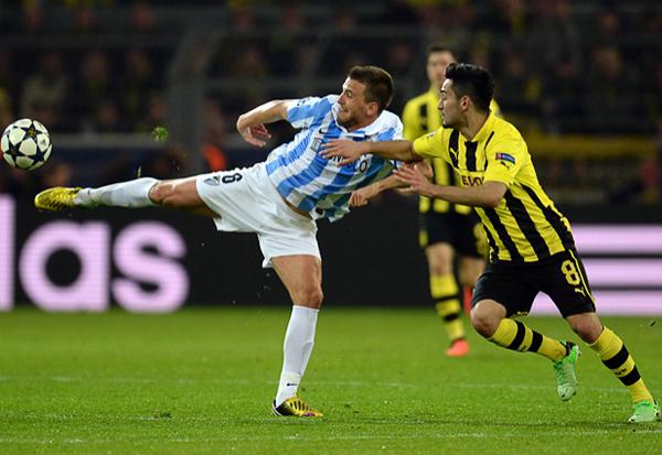Dos mediocampos duros como los del Dortmund y el Málaga se ven representados en Ilkay Gundogan y Jeremy Toulalan, que aquí disputan el balón (Foto: AFP)