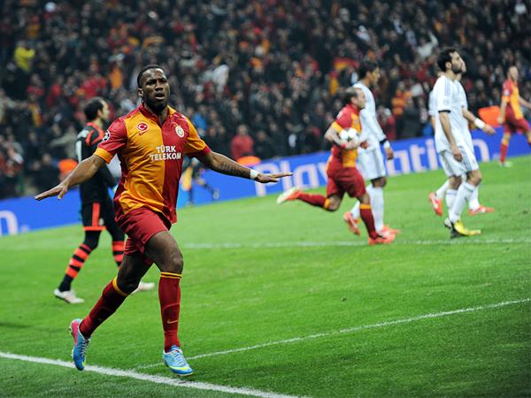 Real Madrid se empezó a preocupar por su futuro en la Champions luego que Didier Drogba marcó el tercer tanto de Galatasaray con una prolija definición de taco (Foto: AFP)