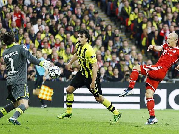 La noche comenzó oscura para Arjen Robben en Wembley al perdonarle la vida al Dortmund con las ocasiones que falló (Foto: AP)