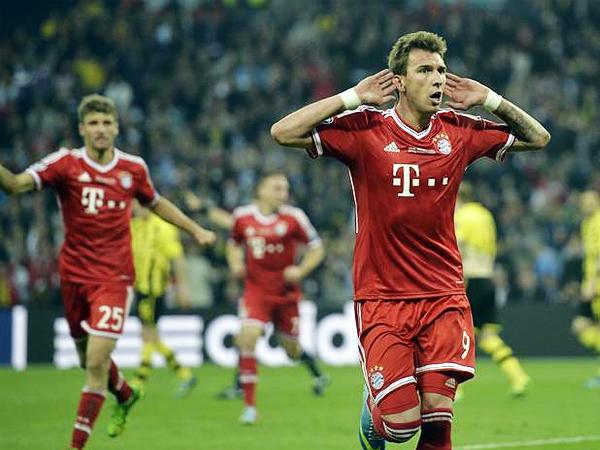 El panorama para Bayern tomó color luego que Mario Mandzukic aprovechó un error en la defensa del Dortmund que le permitió a Robben desbordar por un lado para dar el pase de gol (Foto: AP)