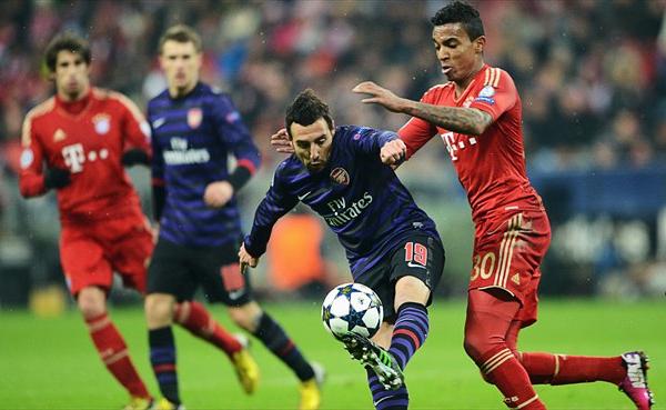 En el sueño de Arsenal por darle vuelta a la historia, Santi Cazorla colaboró poco y aún así se quedó hasta el final del partido (Foto: AFP)