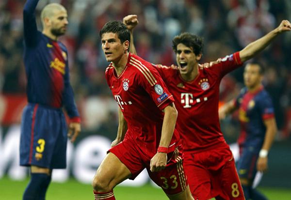 Mario Gómez, frío para definir y celebrar sus goles, tal como hizo en el segundo tanto ante el Barcelona (Foto: Reuters)