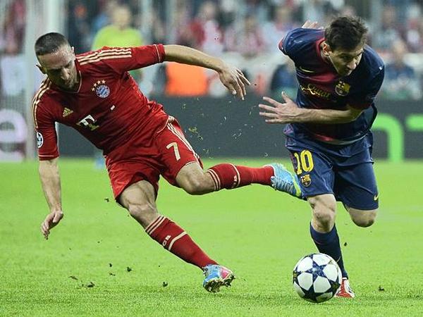 Barcelona lució complicado en su habitual juego en Munich, tanto como Lionel Messi en esta acción frente a Franck Ribéry (Foto: AFP)