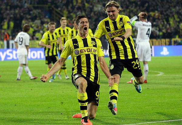 Robert Lewandowski estuvo en una jornada soñada para todo delantero: cuatro goles en un partido que resultó menos complicado de lo esperado por el Dortmund (Foto: AFP)