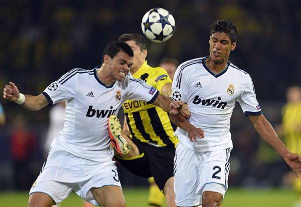 La defensa del Real Madrid tuvo una noche de pesadilla en Dortmund con Pepe y Varane como los más exigidos (Foto: AFP)