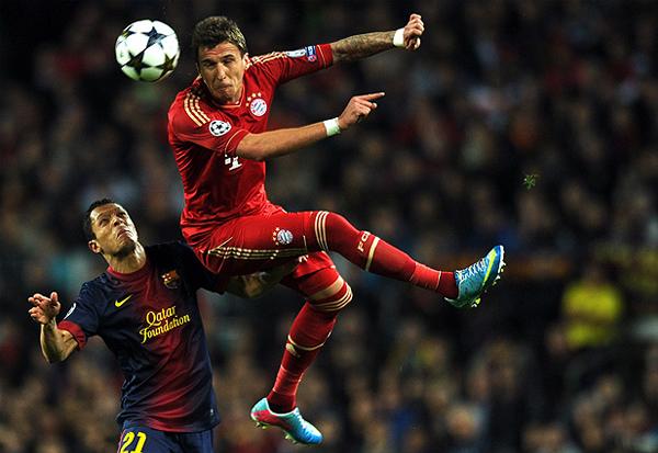 Barcelona intentó por momentos desarrollar su juego en el Campo Nou, pero el Bayern acabó pasarle encima a su tibia propuesta (Foto: AFP)