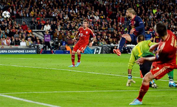 El autogol convertido por Gerard Piqué fue el corolario de la gran diferencia entre uno y otro equipo, aunque el Bayern aún tenía reservado el tercer tanto del partido (Foto: AFP)