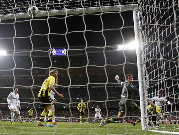 Este tanto de Sergio Ramos encendió la esperanza en la afición madridista que en el Bernabéu se dio cita para expectar una hazaña que se quedó a un solo gol de volverse realidad (Foto: AFP)