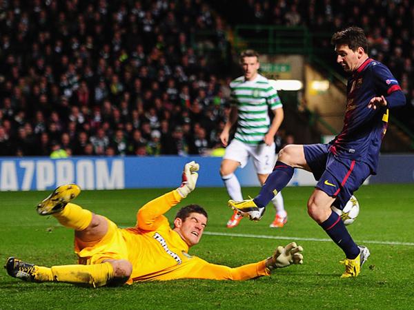 EL TAPADÓN: Que Celtic haya obtenido una sonada victoria sobre el Barcelona se debió en gran medida a la gran actuación de su arquero (Foto: AFP)
