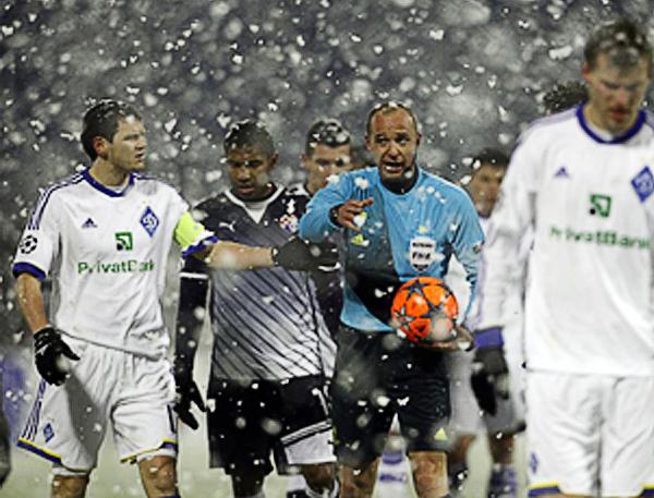 LA CANCHA: La nieve le jugó una mala pasada a la Champions en Zagreb donde la nieve fue protagonista del partido (Foto: Foto: RTRPIX)