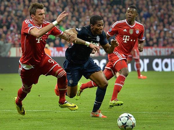 Manchester United le complicó el primer tiempo al Bayern con la presencia de jugadores como el ecuatoriano Luis Antonio Valencia (Foto: AP)
