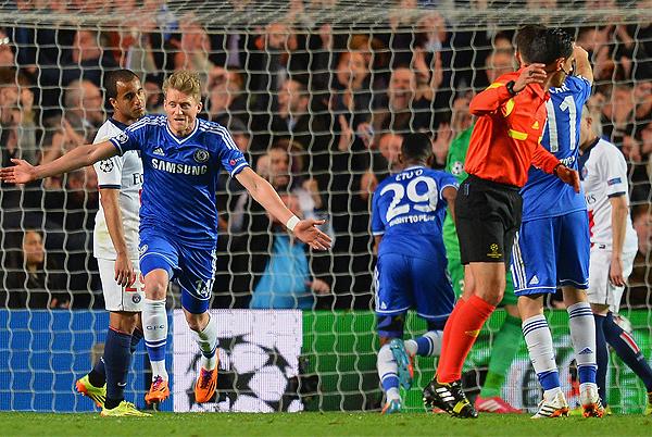 Los cambios le rindieron a José Mourinho, como el alemán André Schürrle, que se encargó de abrir el marcador sobre PSG (Foto: AFP)