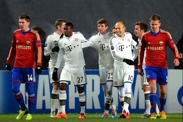 Con la nieve jugando en Moscú, Müller -de penal- le anotaba al CSKA Moscú en la temporada pasada (Foto: AFP)