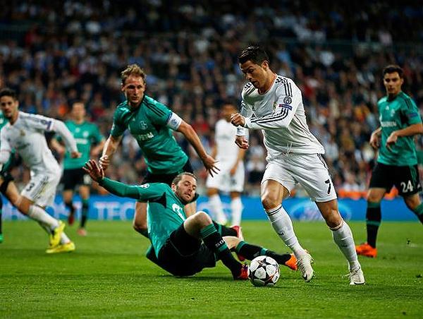 Cristiano Ronaldo se portó a la altura de lo que siempre se espera de un goleador y no tuvo compasión del Schalke, al que le anotó dos nuevos goles (Foto: AFP)