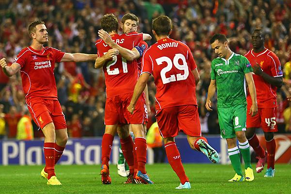¿Qué sería del Liverpool sin Gerrard? El emblemático volante se volvió en el salvador del cuadro inglés en el arranque de la Champions (Foto: AFP)